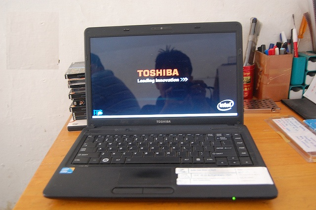 Laptop Toshiba C640 i5-560M/4G/160G/VGA ON Máy đẹp, giá rẻ