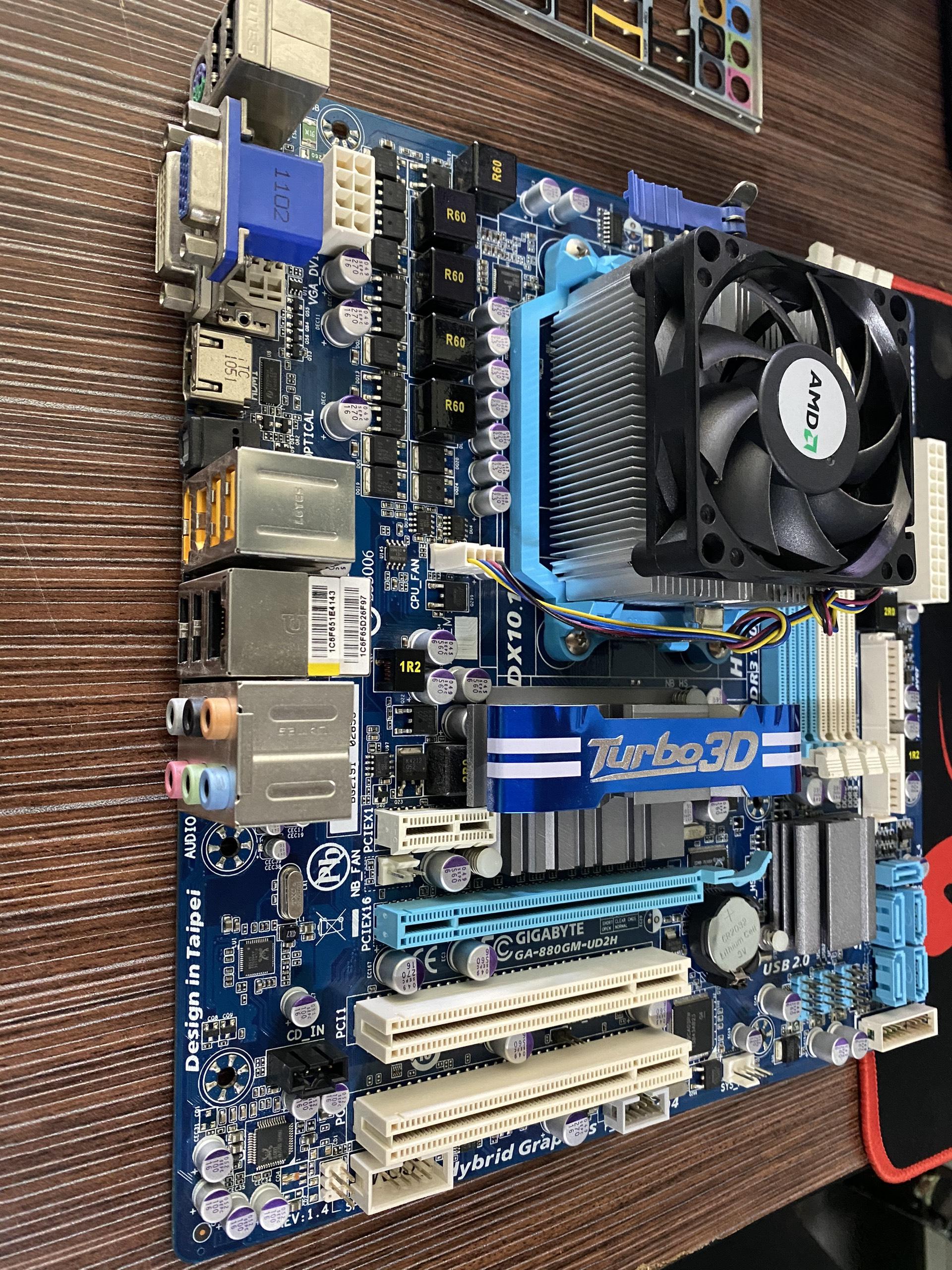 combo main gigabyte GA-880GM-UD3H VÀ CPU AMD Athlon II X4 635 2.9 GHz Quad-Core