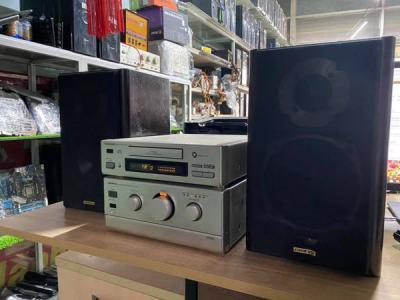 Ampli Onkyo A-911M : công suất 110W , chỉnh bass , treble , balance , super bass như các ampli chuyên nghiệp lớn .